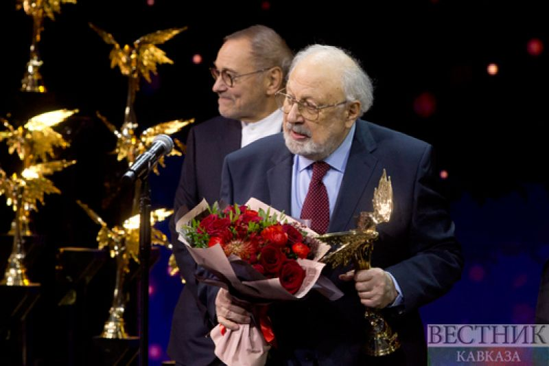 """Rustam Ibragimbekov Received The """"Nika"""" Award In The """"Honor and Dignity"""" Nomination"""