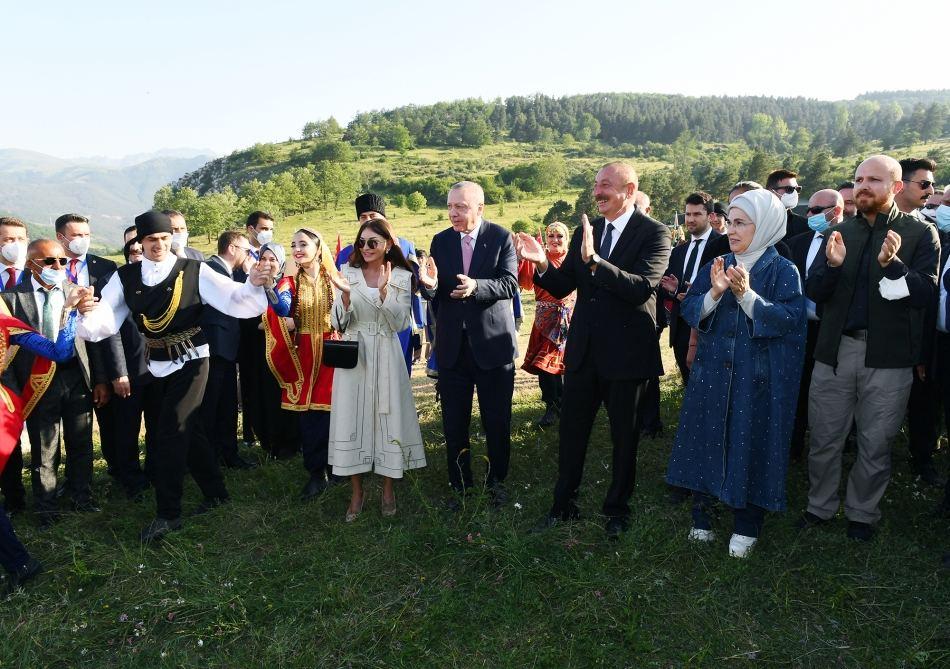 President Ilham Aliyev dances on Jidir Plain in Shusha