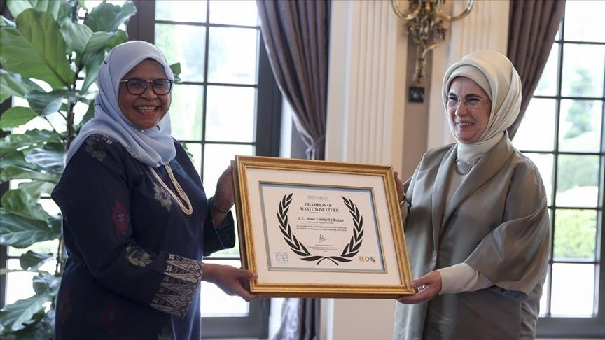 Turkish first lady receives Waste Wise Cities Global Champion award