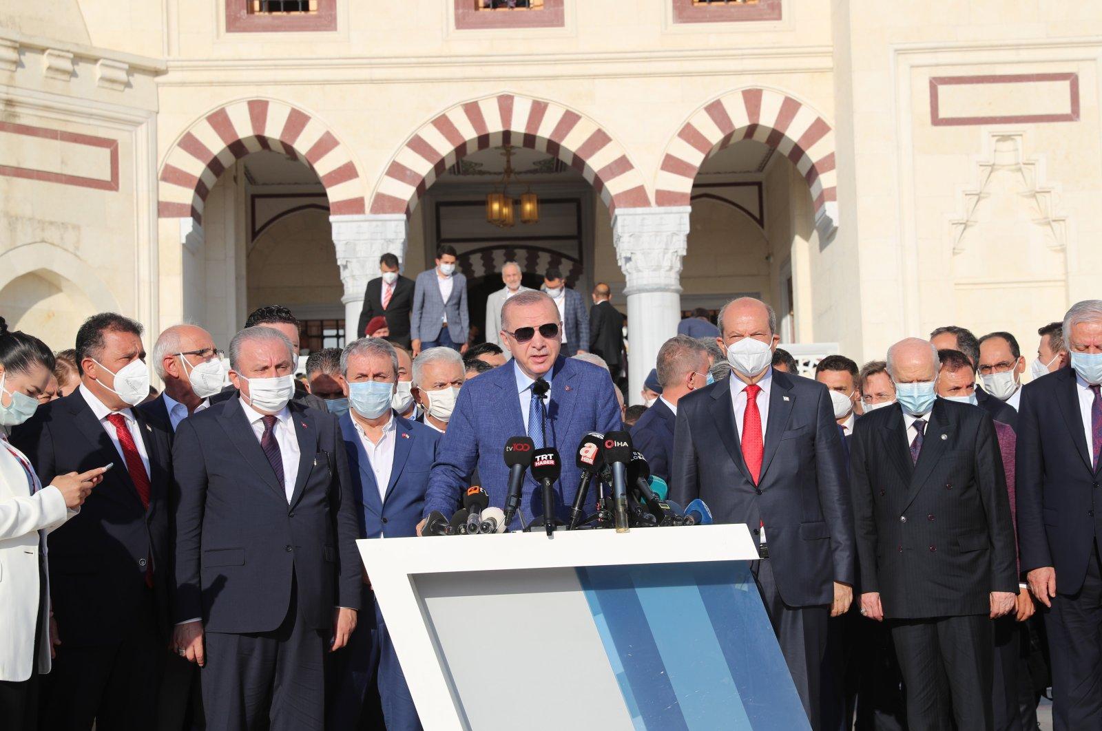 Top Turkish officials mark Eid al-Adha